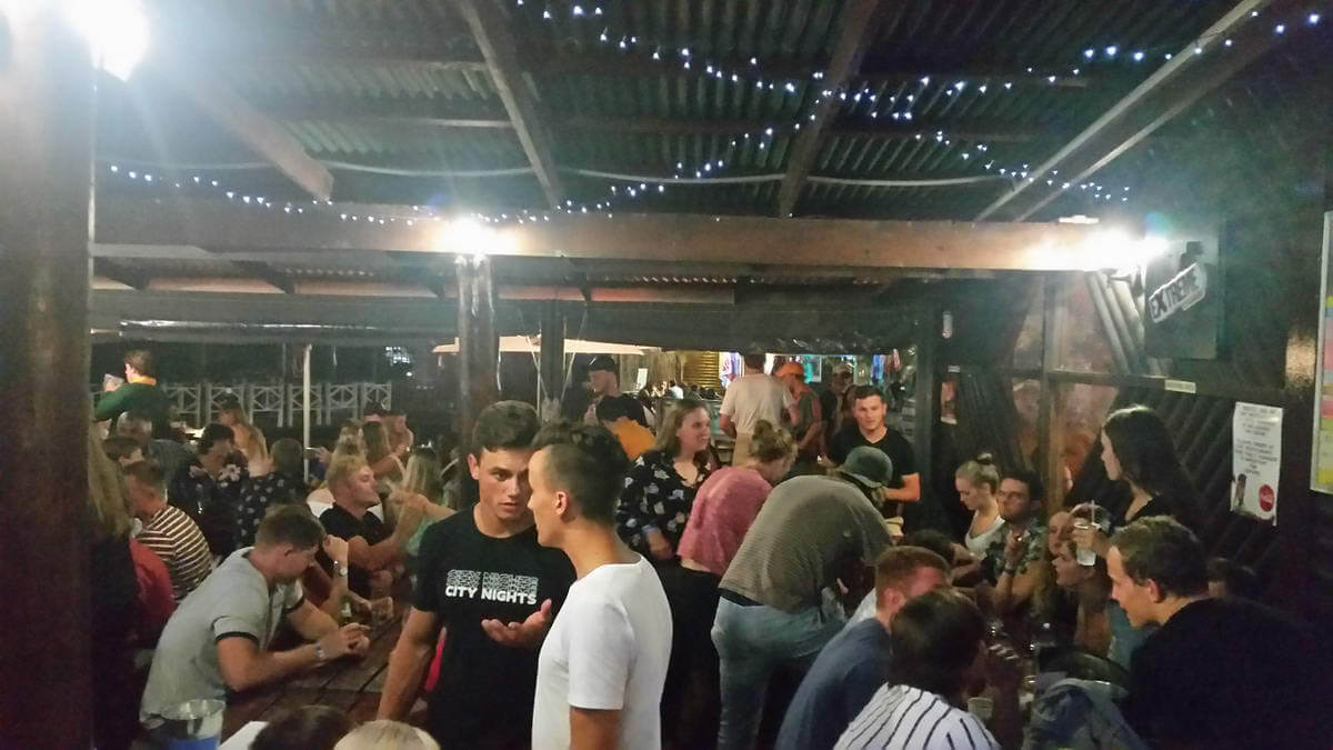Live music at De Dekke Restaurant, Sports Bar & Entertainment Venue in Kleinbrakriver, Mossel Bay
